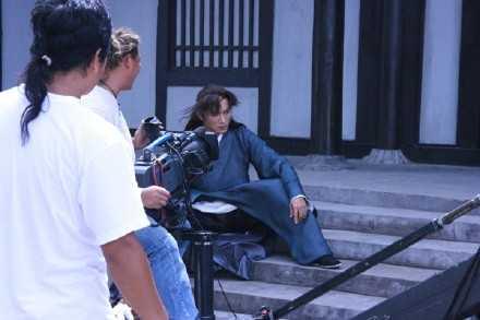 宝莲灯电视剧演员表_焦恩俊的博客 《宝莲灯前传》拍摄现场的焦恩俊 - 趴炸鸡